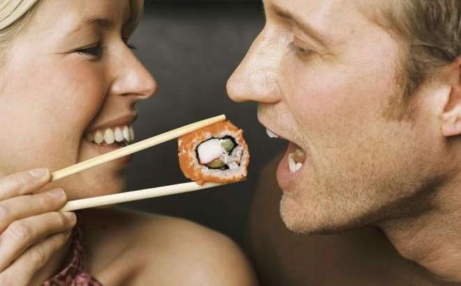 Bữa ăn tối quyết định chất lượng sức khỏe cao hoặc thấp: 4 nguyên tắc bạn nên áp dụng!