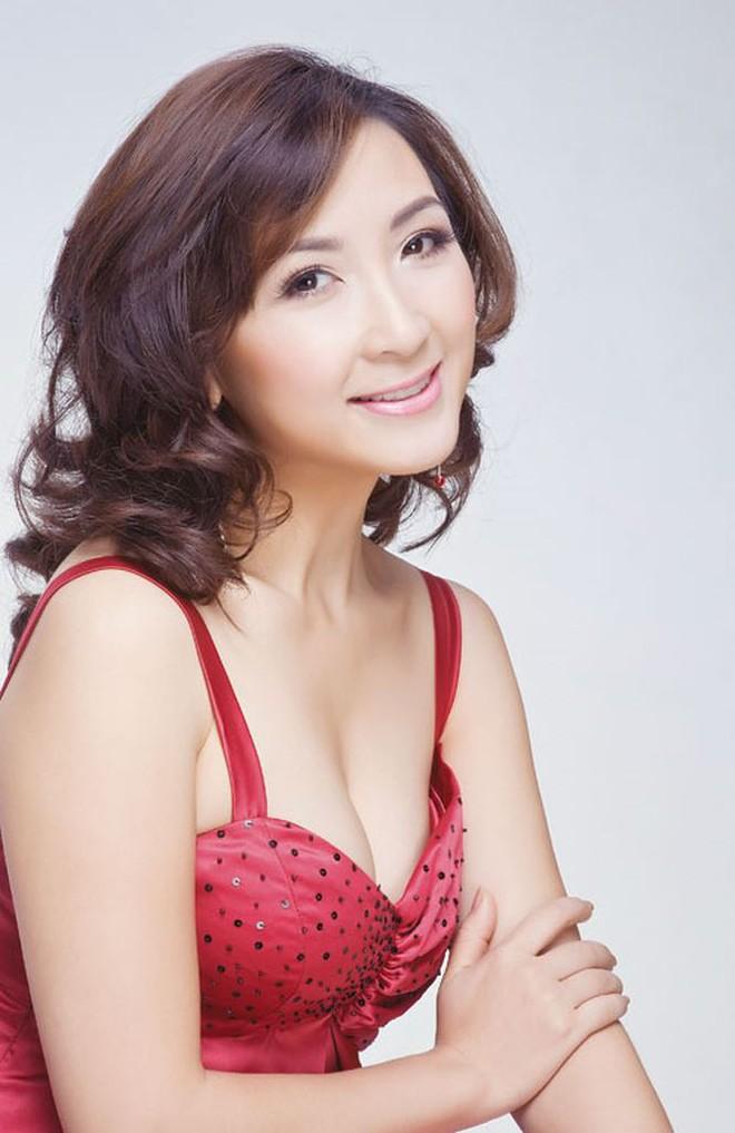 Nhan sắc không tuổi của nữ diễn viên Khánh Huyền - Ảnh 5.