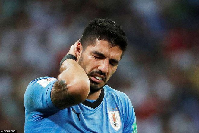 Tưởng Ronaldo và đồng đội chơi không đẹp, hóa ra Suarez lại diễn trò ăn vạ 1