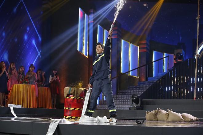 Hành động của Hương Giang bị chỉ trích thiếu lịch sự với MC Lại Văn Sâm - Ảnh 6.