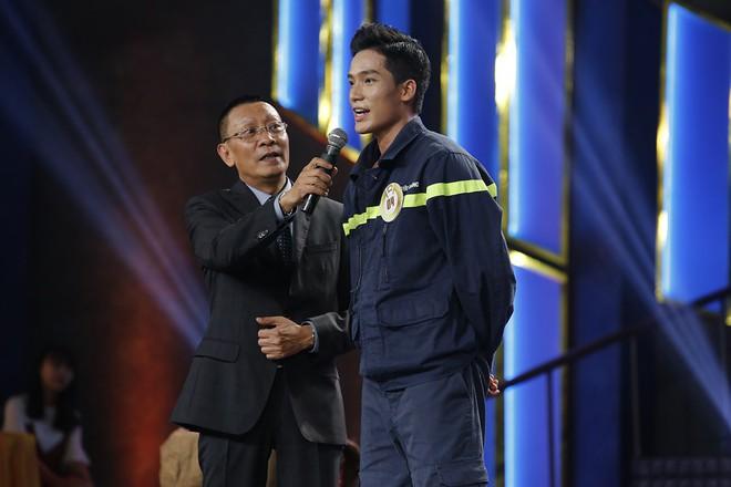 Hành động của Hương Giang bị chỉ trích thiếu lịch sự với MC Lại Văn Sâm - Ảnh 8.