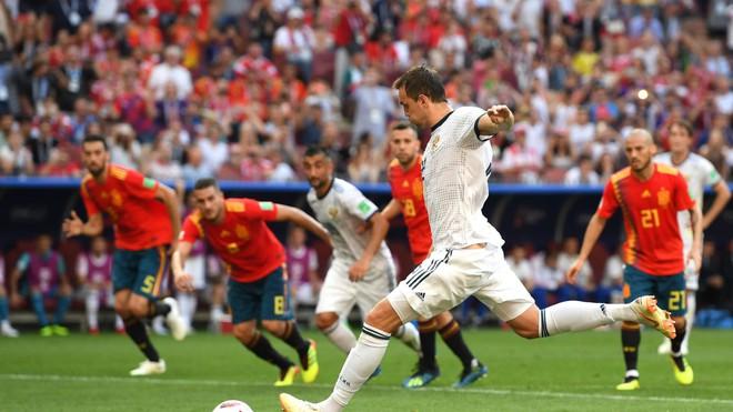 Real Madrid làm, Barca phá, Man United không cứu nổi TBN trên chấm luân lưu định mệnh 1