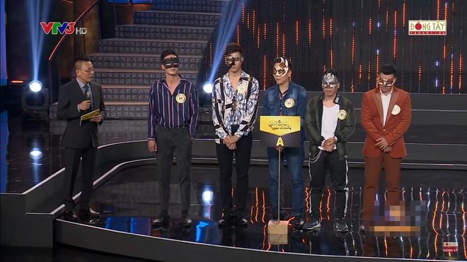 Hành động của Hương Giang bị chỉ trích thiếu lịch sự với MC Lại Văn Sâm - Ảnh 1.