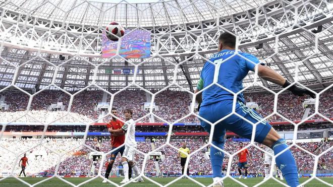 Real Madrid làm, Barca phá, Man United không cứu nổi TBN trên chấm luân lưu định mệnh 4