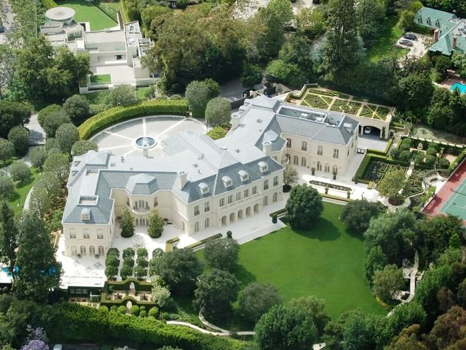 Cuộc sống vương giả và cách dạy con đáng ngưỡng mộ của vợ chồng David Beckham - Ảnh 1.