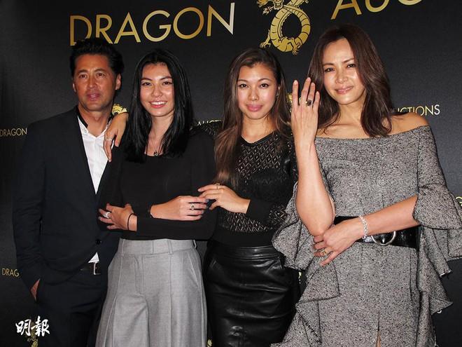 Cuộc sống 2 con gái của minh tinh Hong Kong: Bốc lửa, giàu có và xa hoa - Ảnh 1.