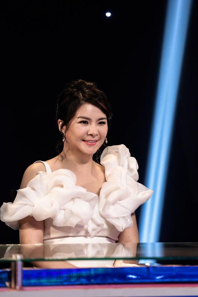 Diễn viên Kim Oanh bị chỉ trích nặng nề khi ngồi giám khảo cùng Quang Linh, Đàm Vĩnh Hưng - Ảnh 2.