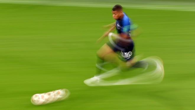Góc nhìn đại chiến: Bỏ Messi sau lưng, Mbappe khiến Quỷ đỏ cúi đầu trong ngày rực sáng - Ảnh 3.