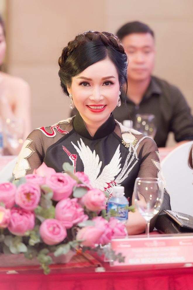 Hoa hậu đầu tiên của Việt Nam: Tôi có một người chồng rất lạ - Ảnh 3.