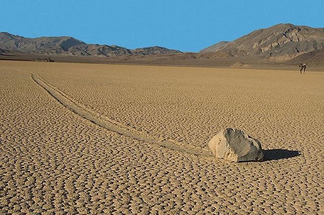 Sự thật về những hòn đá biết đi ở thung lũng chết - Ảnh 2.