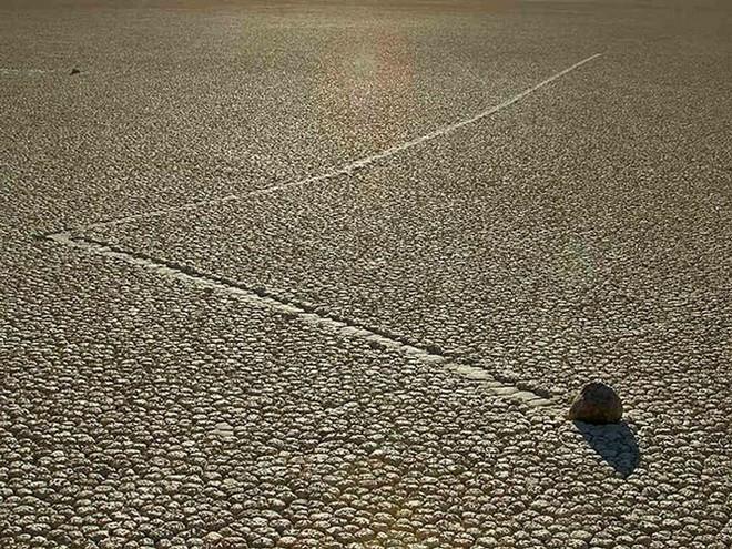 Sự thật về những hòn đá biết đi ở thung lũng chết - Ảnh 3.