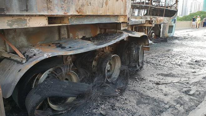 Hiện trường xe khách cháy rụi sau tai nạn trên đường vành đai 3  - Ảnh 4.