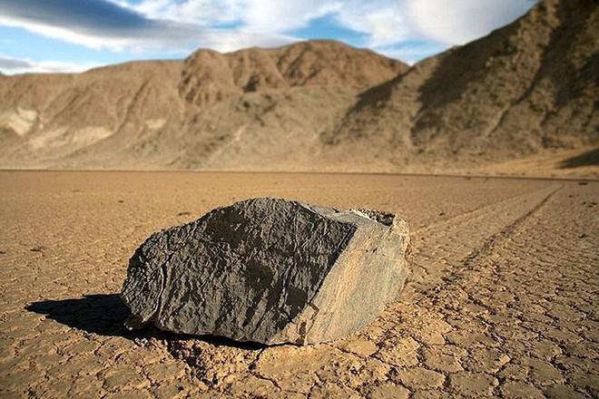 Sự thật về những hòn đá biết đi ở thung lũng chết - Ảnh 4.