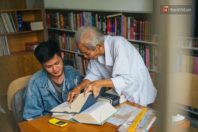 Chuyện ông cụ 77 tuổi ngồi ở thư viện Sài Gòn từ sáng đến tối mịt: Ăn cơm từ thiện, luyện học tiếng Anh - Ảnh 6.