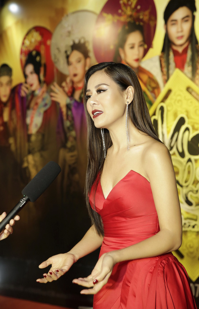 Kiều nữ làng hài Nam Thư đọ vẻ gợi cảm với Lê Giang - Ảnh 5.