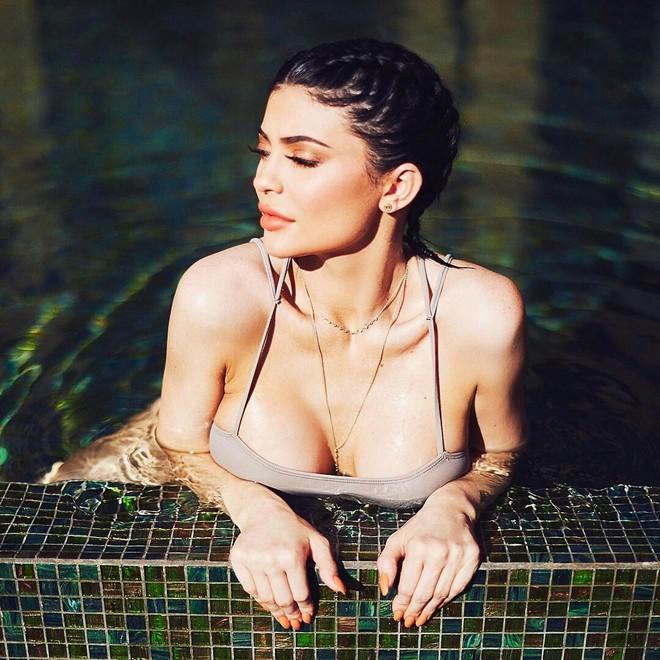 Em gái Kim Kardashian: 20 tuổi đã sắp soán ngôi Mark Zuckerberg, sống xa hoa không tưởng - Ảnh 3.
