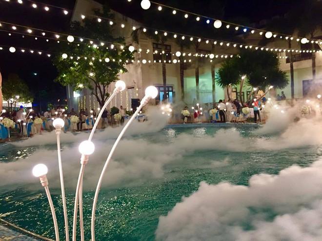 Lễ báo hỉ hoành tráng pool party ở Buôn Mê Thuột riêng tiền trang trí hết 200 triệu, 1.000 khách mời, sân khấu như lâu đài - Ảnh 2.