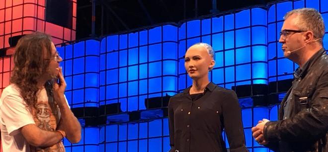 Hồ sơ khủng của robot Sophia từ khi làm người đến khi sang Việt Nam - Ảnh 11.