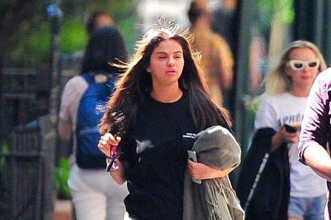 Selena Gomez mắt sưng húp, chúc phúc Justin Bieber và mong điều tốt nhất cho người cũ - Ảnh 1.