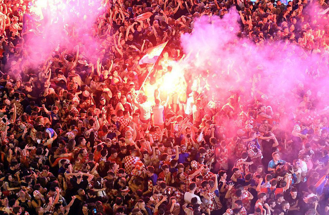 Hàng vạn cổ động viên Croatia phát điên sau khi đội nhà đánh bại tuyển Anh - Ảnh 2.
