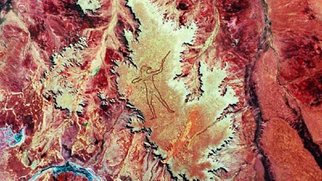 Marree Man - Hình vẽ thổ dân khổng lồ trên sa mạc Úc có thể nhìn thấy từ vũ trụ hơn 20 năm qua vẫn là một câu đố làm các nhà khoa học điên đầu - Ảnh 1.