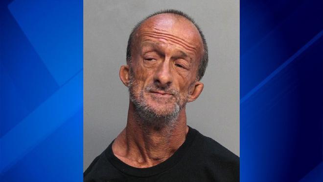 Mỹ: Người đàn ông cụt cả 2 tay bị bắt vì dùng kéo đâm trọng thương người khác - Ảnh 1.