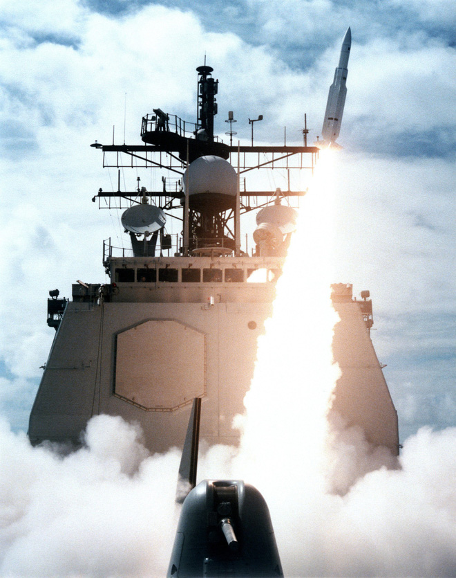 Lật lại vụ chiến hạm Mỹ bắn rơi máy bay dân sự Iran - Ảnh 2.