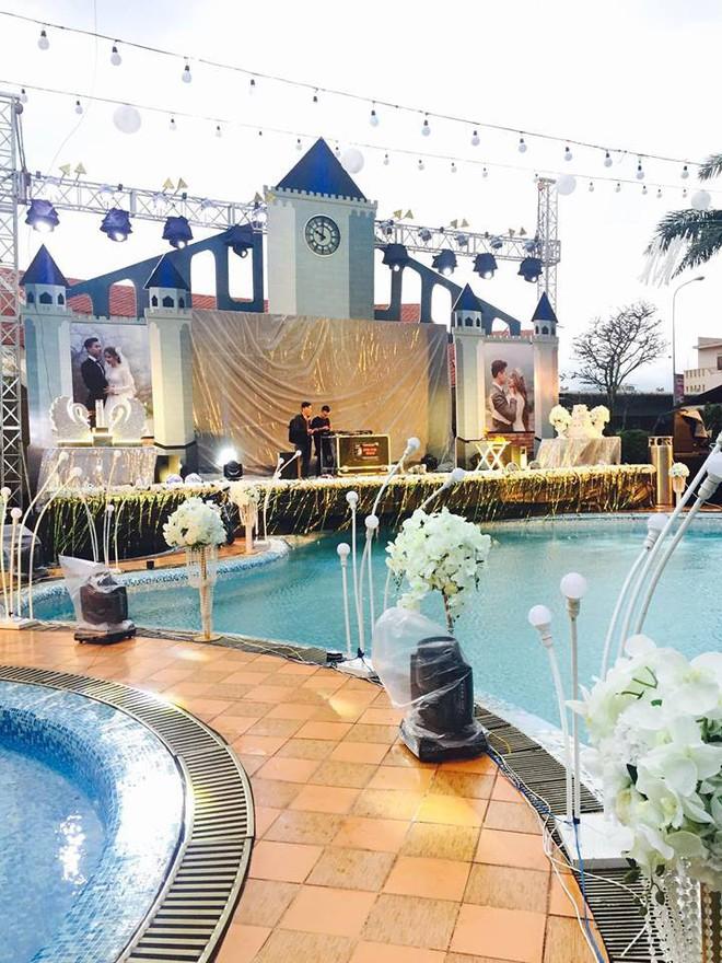 Lễ báo hỉ hoành tráng pool party ở Buôn Mê Thuột riêng tiền trang trí hết 200 triệu, 1.000 khách mời, sân khấu như lâu đài - Ảnh 12.