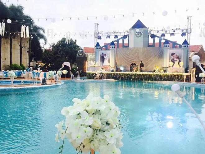 Lễ báo hỉ hoành tráng pool party ở Buôn Mê Thuột riêng tiền trang trí hết 200 triệu, 1.000 khách mời, sân khấu như lâu đài - Ảnh 13.