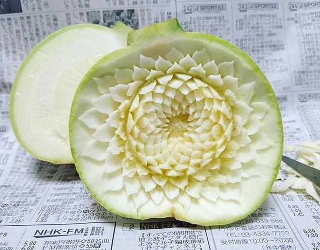 Chùm ảnh: Đỉnh cao của nghệ thuật cắt tỉa hoa quả là đây chứ đâu, dưa hấu, táo, lê bỗng chốc biến thành đèn lồng đẹp mê mẩn - Ảnh 13.