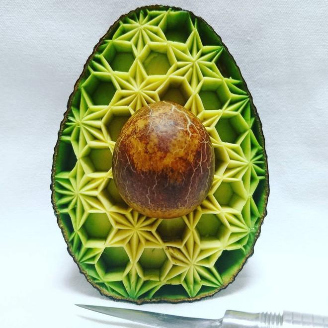 Chùm ảnh: Đỉnh cao của nghệ thuật cắt tỉa hoa quả là đây chứ đâu, dưa hấu, táo, lê bỗng chốc biến thành đèn lồng đẹp mê mẩn - Ảnh 16.