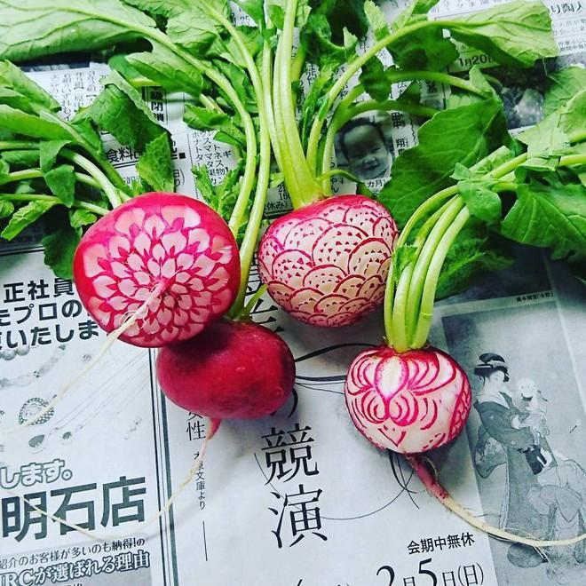 Chùm ảnh: Đỉnh cao của nghệ thuật cắt tỉa hoa quả là đây chứ đâu, dưa hấu, táo, lê bỗng chốc biến thành đèn lồng đẹp mê mẩn - Ảnh 18.