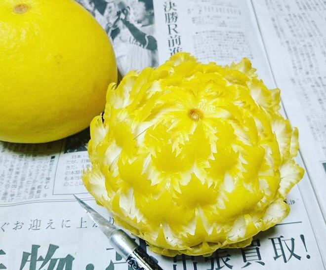 Chùm ảnh: Đỉnh cao của nghệ thuật cắt tỉa hoa quả là đây chứ đâu, dưa hấu, táo, lê bỗng chốc biến thành đèn lồng đẹp mê mẩn - Ảnh 20.