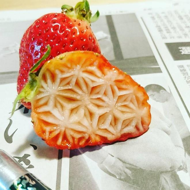 Chùm ảnh: Đỉnh cao của nghệ thuật cắt tỉa hoa quả là đây chứ đâu, dưa hấu, táo, lê bỗng chốc biến thành đèn lồng đẹp mê mẩn - Ảnh 21.