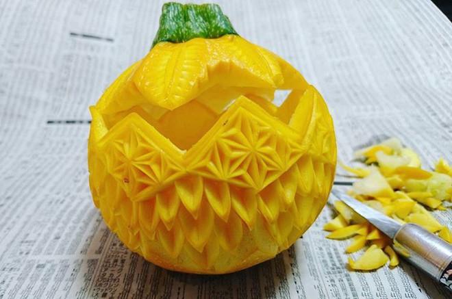 Chùm ảnh: Đỉnh cao của nghệ thuật cắt tỉa hoa quả là đây chứ đâu, dưa hấu, táo, lê bỗng chốc biến thành đèn lồng đẹp mê mẩn - Ảnh 22.