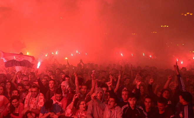 Hàng vạn cổ động viên Croatia phát điên sau khi đội nhà đánh bại tuyển Anh - Ảnh 4.