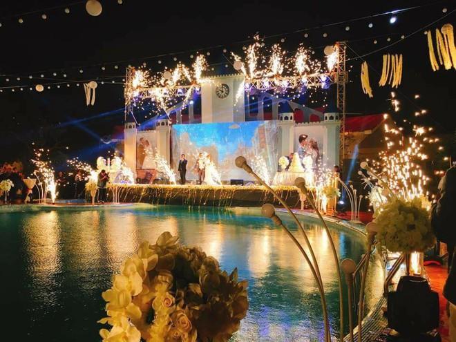 Lễ báo hỉ hoành tráng pool party ở Buôn Mê Thuột riêng tiền trang trí hết 200 triệu, 1.000 khách mời, sân khấu như lâu đài - Ảnh 5.