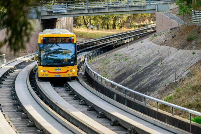 Những hệ thống giao thông công cộng kỳ lạ nhất thế giới: Tàu chạy bằng sức người, thang cuốn dài 800 mét - Ảnh 7.