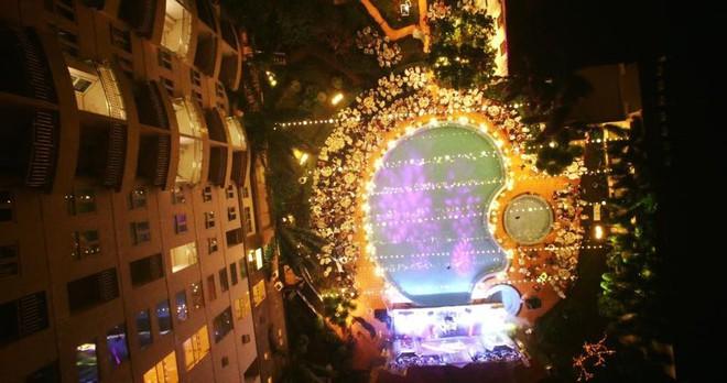 Lễ báo hỉ hoành tráng pool party ở Buôn Mê Thuột riêng tiền trang trí hết 200 triệu, 1.000 khách mời, sân khấu như lâu đài - Ảnh 8.
