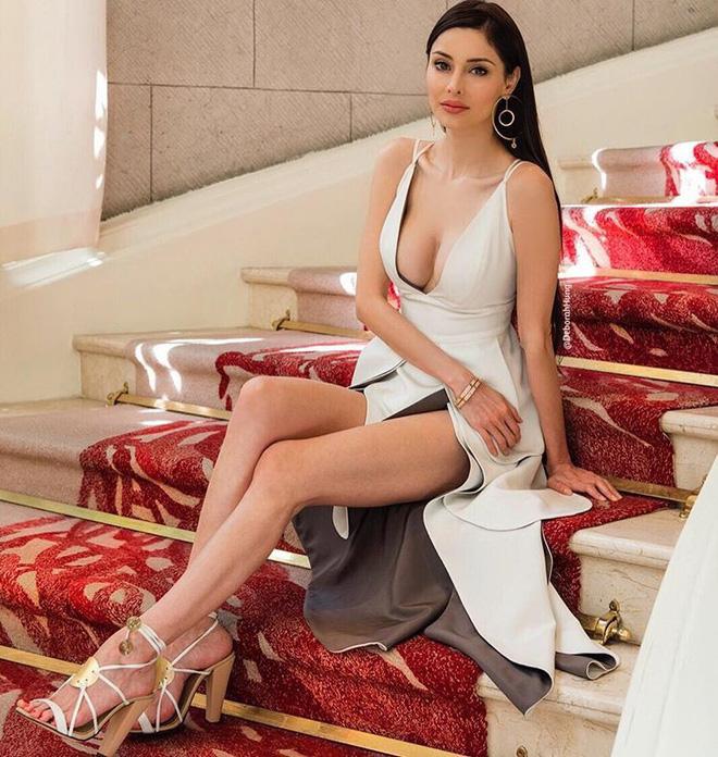Sau 10 năm làm vợ của tỷ phú xấu xí, giàu khét tiếng Hong Kong, nàng siêu mẫu vẫn sống như bà hoàng trong nhung lụa - Ảnh 9.