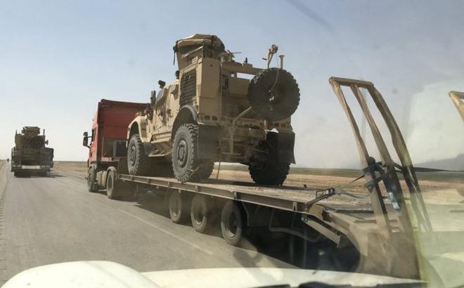 200 xe tải chất đầy vũ khí của liên quân Mỹ vượt biên giới tiến vào Syria