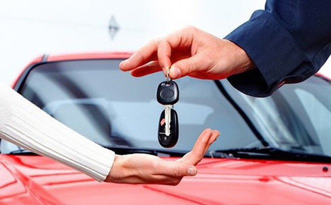 """Bất chấp """"bão"""" giảm giá, sức mua ô tô vẫn giảm mạnh"""
