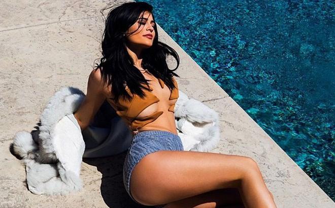 Em gái Kim Kardashian: 20 tuổi đã sắp soán ngôi Mark Zuckerberg, sống xa hoa không tưởng