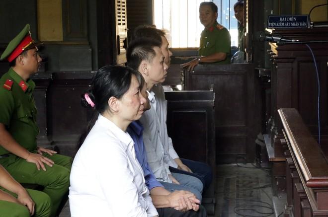 Thiếu úy công an cầm đầu đường dây buôn lậu xe Lexus, Mercedes từ nước ngoài về Việt Nam - Ảnh 2.
