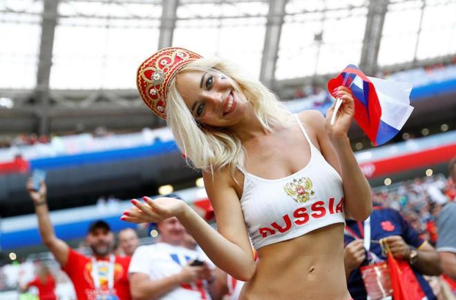 Fan bóng đá sẽ lỡ gì khi FIFA yêu cầu các tay quay hạn chế tia người đẹp? - Ảnh 4.