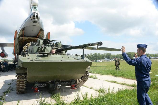 Màn biểu diễn Voi đi bộ hoành tráng của máy bay vận tải Nga - Ảnh 12.