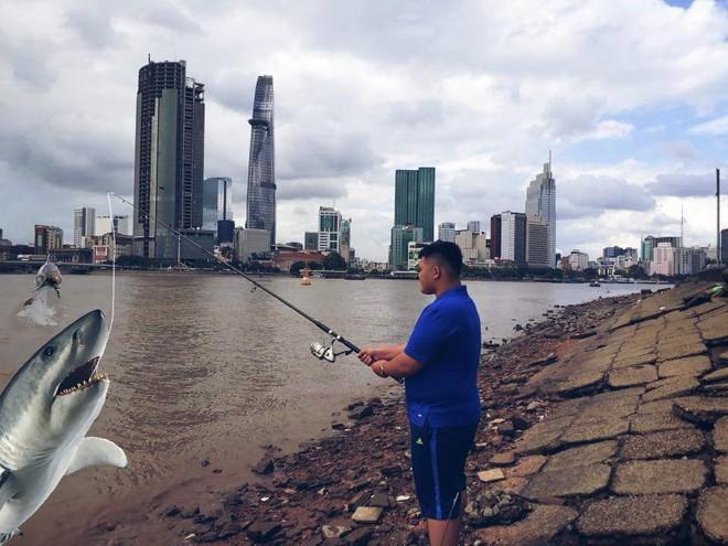 Đi câu cá, chàng trai bất ngờ kéo được cả Hoa hậu Đại dương từ dưới sông lên - ảnh 3