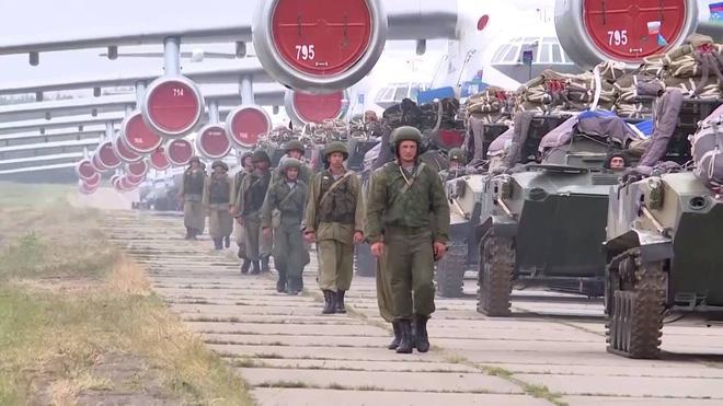 Màn biểu diễn Voi đi bộ hoành tráng của máy bay vận tải Nga - Ảnh 2.