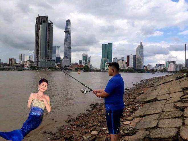Đi câu cá, chàng trai bất ngờ kéo được cả Hoa hậu Đại dương từ dưới sông lên - ảnh 2