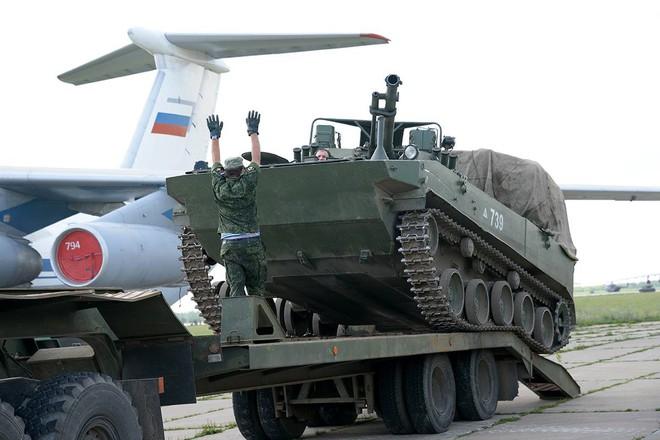 Màn biểu diễn Voi đi bộ hoành tráng của máy bay vận tải Nga - Ảnh 7.